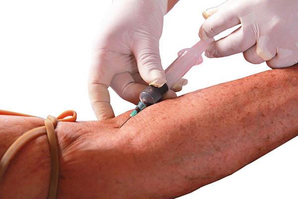 Colheita de sangue para análise da anemia