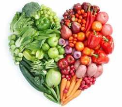 Coração feito com frutas legumes e vegetais